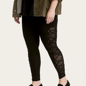 Lace up, mesh insert leggings